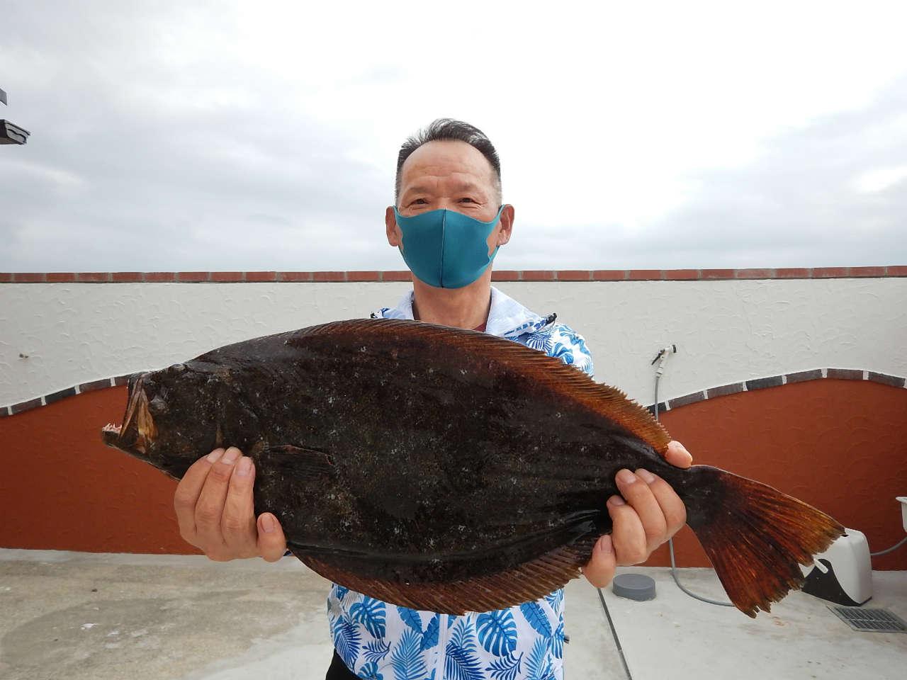 20210403 ヒラメ乱舞サメ島で56㎝ 1.75キロヒラメゲット ノッコミ メジナも 白浜渡船 沖磯情報