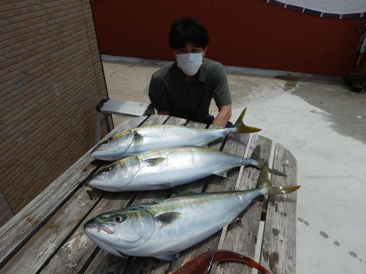 20210625 水面はシラスナブラでバクバク状態 ルアー・ジギング船魚拓号